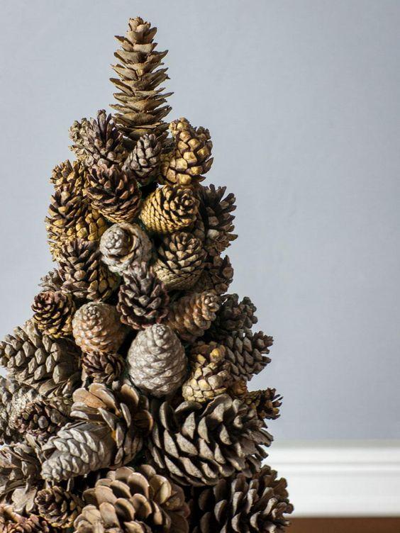 Как сделать елку из шишек - фото 6