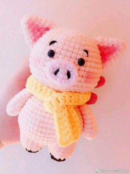 Символ 2019 года желтой свиньи крючком: Пятачок
