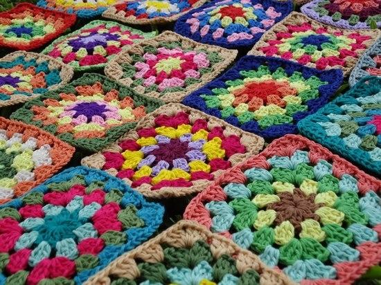 Бабушкин квадрат крючком: цветы из мотивов