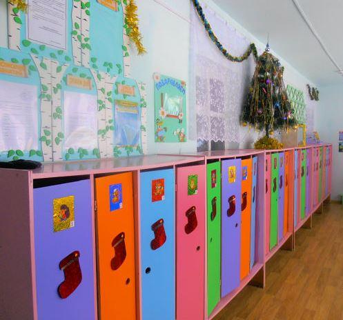 Оформление группы к Новому году в детском саду: шкафчики