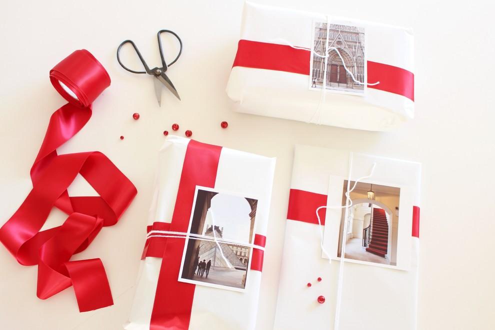 Как упаковать подарок в подарочную бумагу без коробки 5