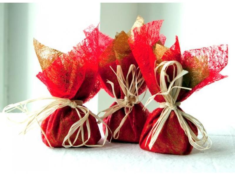 Как упаковать подарок в подарочную бумагу: трюфель